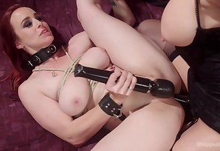 Pussy licking and rough sex are the best actions for Simone Sonay
